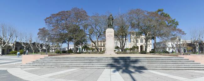 Atractivos de Melo - Plaza Constitución