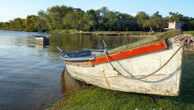 Parador Tajes - Río Santa Lucía, Uruguay