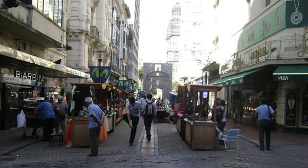 La Peatonal Sarand En Montevideo
