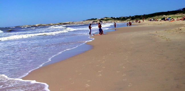 Playa Las Achiras en Santa Teresa - Las mejores playas de Uruguay