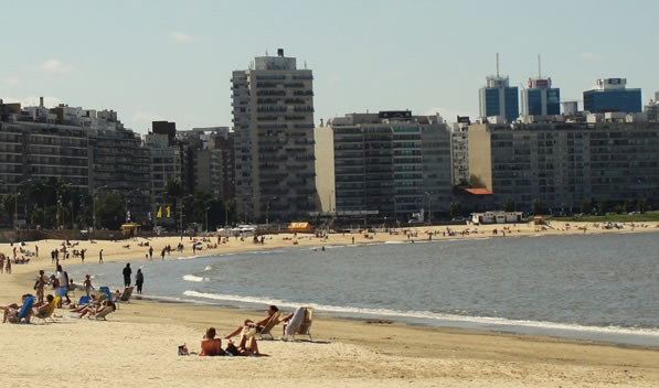 Playa Pocitos en Montevideo