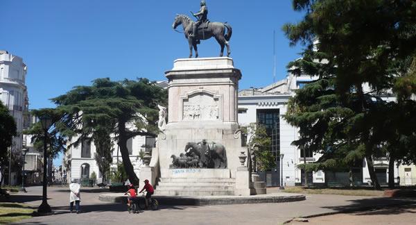 Plaza Zabala en Montevideo